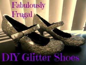 Great tutorial on how to easily make your own sparkly shoes for the holidays!