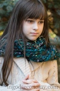 Oulander inspired loom knit sassenach cowl